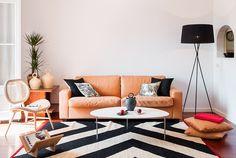 Entspannter Stilmix in einem Barcelona-Apartment. Grafischer Teppich: Nanimarquina