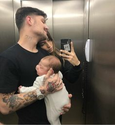 7 Other Romantic Ways to Spend Your Valentine's Day with Your Lover ~ Lovers Bud Cute Family, Baby Family, Family Goals, Family Kids, Cute Little Baby Girl, Little Babies, Cute Babies, Dad Baby, Baby Kids