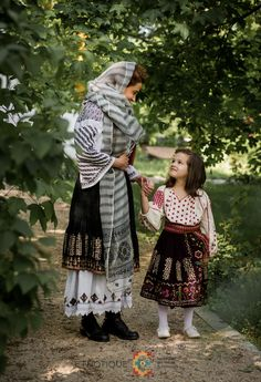 Folk Costume, Costumes, Romania People, Cape, Bohemian, Moldova, Pattern, Fashion Trends, Tv