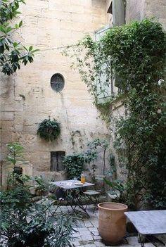 Le patio de la maison d'hôtes L'Albiousse à Uzès