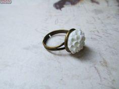 Bronzering Cabochon Resin weiße Blüte