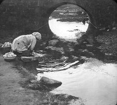 Buenos Aires. Lavandera en el río, siglo XIX. Documento fotográfico. Inventario 304948.