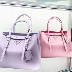 Imagem de Prada, bag, and fashion - Women's Handbags Prada Bag, Prada Handbags, Fashion Handbags, Purses And Handbags, Fashion Bags, Sacs Design, Cute Bags, Luxury Bags, Beautiful Bags