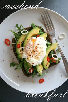 POACHED EGG AND AVOCADO SANDWICH