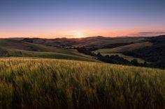Volterra, Tuscany. #Beautiful #Beauty #collina #Dreamy #campi #Earofwheat #Field #fineart #Fields #fineartphotography #Glow #Glowing #Hills #LandscapePhotography #MarcoRomani #Italy #Gentle #Landscape #SunRays #Sunset #Tuscany #Sunstar #SoftLight #Volterra #marcoromaniphotography #outdoorphotography #paesaggio #prints #Soft #Waves #Summer #pendici #Toscana #Nikon #Feisol #Nikkor #NikonD700