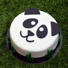 Panda torta készítése How to make a panda cake - tutorial Panda Birthday Cake, Baby First Birthday Cake, Pretty Birthday Cakes, Birthday Treats, Cake Cookies, Cupcake Cakes, Smarties Cake, Birhday Cake, Panda Cupcakes