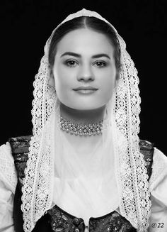 Čepiec z oblasti Turca- Folk costume from Turiec, Woman in folk costume from Turiec in Slovakia Beautiful People, Beautiful Women, Romantic Outfit, Beautiful Costumes, Folk Costume, People Photography, Ethnic Fashion, People Around The World, Outfits