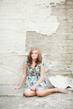 senior portrait photography < relaxed, bricks, lovely
