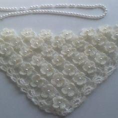Best 10 L'âme Insolent / Crochet Ivory Gold Bridal Shawl por lilithist – SkillOfKing. Easy Knitting Patterns, Crochet Stitches Patterns, Knitting Designs, Knitting Stitches, Baby Knitting, Stitch Patterns, Crochet Doily Rug, Crochet Shawl, Crochet Flowers