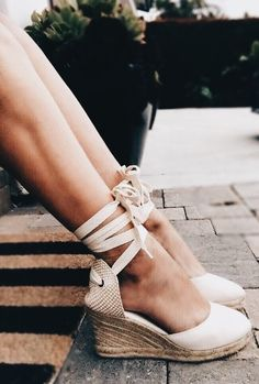15 Enthralling Training Shoes For Women Ideas - Gucci Espadrilles - Ideas of Gucci Espadrilles - 6 Simple Tips: Fashion Shoes chanel shoes casual. Cute Casual Shoes, Cute Shoes, Me Too Shoes, Trendy Shoes, High Heels Boots, Shoe Boots, Shoes Heels, Converse Shoes, Shoes Sneakers
