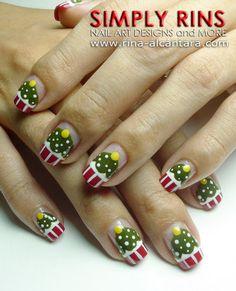 Christmas tree cupcake nails