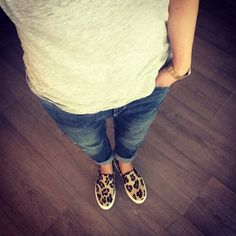 #outfit #office #look #selfie #boyfriend #jeans #leo #slipper #KMB #casio #watch #gold #casua l#style #fashion #vogue KMB #shoes @KMB shoes #sneakers