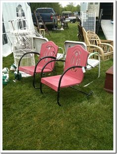 Fun way to save older style yard furniture! Vintage Outdoor Furniture, Pink Furniture, Yard Furniture, Furniture Ideas, Vintage Metal Glider, Vintage Porch, Vintage Chairs, Metal Lawn Chairs, Patio Chairs