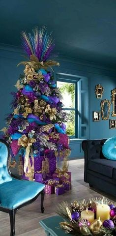 Trends to decorate your Christmas tree 2017 - 2018 Purple - Ribbon Bows Purple Christmas Tree Decorations, Ugly Christmas Tree, Peacock Christmas Tree, Creative Christmas Trees, Beautiful Christmas Trees, Christmas Colors, Christmas Diy, Christmas Bingo, Turquoise Christmas
