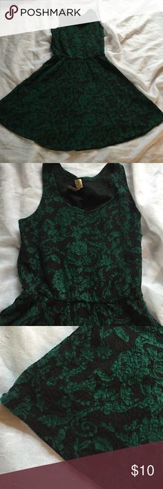 💋SALE💋 Eyelash Skater dress, size smal This black and green eyelash dress is a size small, with fit and flare style. If you have any questions please let me know! Smoke free home. All items $15 and under are firm in price. 😊 Eyelash Dresses Mini