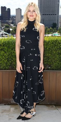 Margot Robbie was radiant at the Legend of Tarzan photocall in a black-and-white fil coupe viscose Proenza Schouler dress that she styled with a pair of grommet block-heel pumps, also by Proenza Schouler.