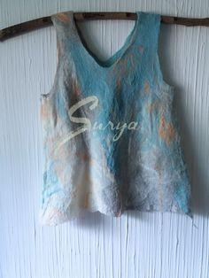 http://suryalanayseda.com/producto/top-de-lana-merino-azul-y-salmon