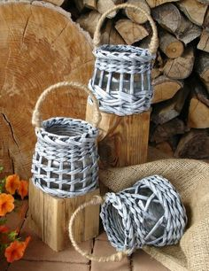 You are in the right place about DIY Gifts wrapping Here we offer you the most beautiful pictures about the … Paper Basket Weaving, Willow Weaving, Weaving Art, Newspaper Basket, Newspaper Crafts, Diy Gifts To Sell, Sewing Baskets, Handmade Christmas Decorations, Baskets On Wall