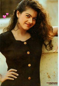 Fotogrāfijas no lapaspuses Kajol Bollywood Stars, Bollywood Couples, Bollywood Girls, Indian Bollywood, Bollywood Heroine, Beautiful Bollywood Actress, Most Beautiful Indian Actress, Beautiful Actresses, Vintage Bollywood