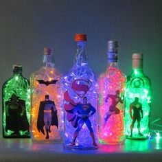 papel de parede para quarto liga da justi 231 a yazzic Batman Party, Superhero Birthday Party, Birthday Parties, Comic Party, Wine Bottle Art, Wine Bottle Crafts, Crafts With Bottles, Bottles And Jars, Party Themes