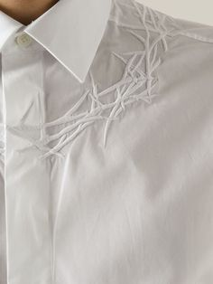 Compre Givenchy Camisa em  from the world's best independent boutiques at farfetch.com. Shop 400 boutiques at one address.
