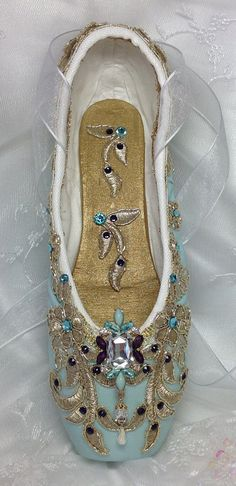 Elegant pale green and purple pointe shoe. La by DesignsEnPointe