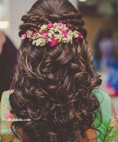 Wedding Hairstyles For Long Hair Beautiful Indian Bridal Hairstyles for Long Hair - Wedding day is one of the most important things in a girl's life. Amidst thinking about her future, feeling sad about leaving her parents and si… Bridal Hairdo, Hairdo Wedding, Wedding Hair Flowers, Flowers In Hair, Wedding Makeup, Bridal Makeup, Saree Wedding, Hairstyle With Flowers, Bridal Hairstyle For Reception