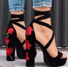 Free Ship* Rose Embroidered High Heel Sandals - Jennifer Novy - Damen Hochzeitskleid and Schuhe! Pretty Shoes, Beautiful Shoes, Gorgeous Women, Beautiful Flowers, Crazy Shoes, Me Too Shoes, Cute Shoes Heels, Jeans Heels, Shoes Heels Black