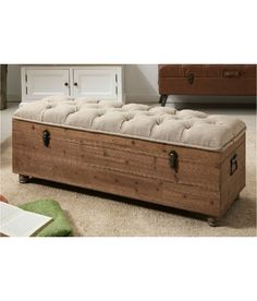 Visit our catalog and choose your favorite among all the barefoot models . Building Furniture, Diy Pallet Furniture, Rustic Furniture, Furniture Makeover, Painted Furniture, Diy Storage Bench, Wood Storage Box, Shoe Storage, Pallet Boxes
