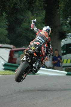 Just doing a flying lap at the Isle of Mann requires balls of steel, but to throw up a #1 sign while catching air..... WOW!