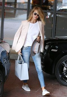 Tendance Bracelets Who made Rosie Huntington-Whiteleys jewelry cat sunglasses blue skinny jeans white lace top pink blazer sneakers gray hat and sneakers? Street Style Outfits, Mode Outfits, Casual Outfits, Fashion Outfits, Swag Fashion, Casual Attire, Party Outfits, Office Fashion, Fashion Shoot
