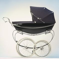 How-to tips for purchasing the most important products you will need: a baby bed, car seat, stroller and carrier.