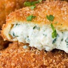 Spinach Artichoke Dip Onion Rings Recipe by Tasty – Jennifer Space Cream Cheese Spinach, Spinach Artichoke Dip, Spinach Dip, Cheddar Cheese, Hamburgers, Mozzarella Sticks Recipe, Onion Rings Recipe, Low Carb Vegetarian Recipes, Pizza