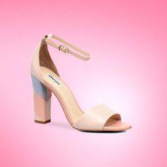 Ces chaussures à talon nude et bleu pastel s'avéreront idéales pour l'été 2017 ! Avec le code exclu AUF15, bénéficiez de 15% de remise sur Sarenza !