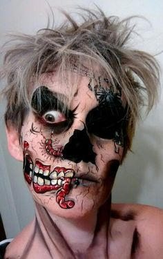 Pop art Halloween zombie makeup for any face painters or bodypainters who want a challenge. Haloween Makeup, Creepy Makeup, Zombie Makeup, Halloween Makeup Looks, Halloween Kostüm, Costume Makeup, Sfx Makeup, Pop Art Zombie, Zombie Face Paint