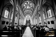 Prachtige ceremonie in de kerk! Speciale inzegening van de Bruid & Bruidegom op hun trouwdag