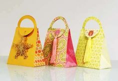 Cute paper purses for Mother's Day, with free template and step by step video tutorial.