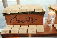 wooden crate/box. caja de madera. wedding. boda. decoration. decoración.