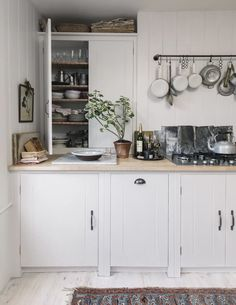 Painting Kitchen Cabinets, Kitchen Cupboards, Kitchen Dining, Kitchen Decor, Kitchen Ideas, Kitchen Hacks, Smart Kitchen, Family Kitchen, Country Kitchen