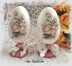 Velikonoční vajíčka * decoupage, krásné ♥ Egg Crafts, Easter Crafts, Arts And Crafts, Decoupage, Victorian Crafts, Faberge Eggs, Egg Art, Easter Holidays, Egg Decorating