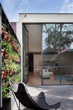 « the Armadale Residence » est une rénovation opérée par les studios Robson Rak Architects et Made by Cohen, elle est située dans la ville de Melbourne, en