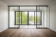 Asukkailla on ollut mahdollisuus valita viherhuone osana olohuonettaan. Divider, Windows, Room, Furniture, Home Decor, Bedroom, Decoration Home, Room Decor, Rooms