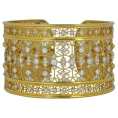 Pre-owned Intricate 18K Yellow Gold Wide Diamond Gold Cuff ($13,500) ❤ liked on Polyvore featuring jewelry, bracelets, bangle bracelet, gold cuff bangle, gold bangles, diamond bangle bracelet and gold hinged bracelet