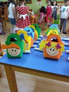 Image gallery – Page 558446422542590279 – Artofit Kids Crafts, Diy Crafts To Do, Arts And Crafts, Foam Sheet Crafts, Foam Crafts, Paper Crafts, Teachers Day Card, Children's Church Crafts, Mothers Day Crafts