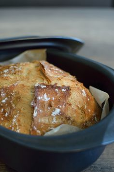 Casserole bread, much faster than baguettes, has become a staple at home. It is perfect for breakfast accompanied by butter and homemade jam but also ideal for bruschettas for example. Healthy Eating Tips, Healthy Nutrition, Buttermilk Banana Bread, Naan Recipe, Cant Stop Eating, Masterchef, Tupperware Recipes, Eat This, Cooking Chef