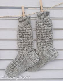 Lace Knitting, Knitting Socks, Knit Crochet, Knitting Patterns, Woolen Socks, Casual Fall Outfits, Baby Booties, Mittens, Barbie