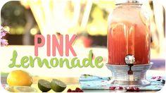 Melhor do que limonada é uma limonada rosa, deliciosa e geladinha para aproveitar os dias de sol com os amigos na praia, no campo ou em casa mesmo.