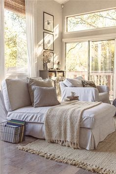 love this chaise lounge and the neutral colour scheme. Cozy spot to curl up in :)