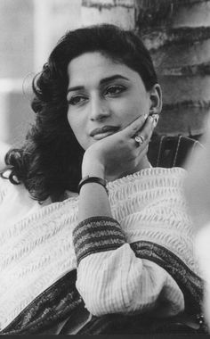Top 10 Bollywood Actress, Beautiful Bollywood Actress, Most Beautiful Indian Actress, Bollywood Stars, Girl Photo Poses, Girl Photos, Madhuri Dixit Saree, Vintage Bollywood, Thing 1