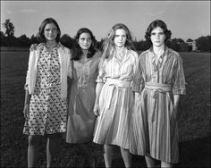 Four sisters pose for photos every year for 30 years